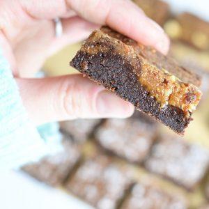 Biologische Fudgy Brownie - Bio Brownie Box per post - Vegan keuzes - Online Bestellen - Duurzaam en ambachtelijk geschenk- Natuurlijke chocolade gebakjes - B2B Partnership - Zakelijk - Horeca
