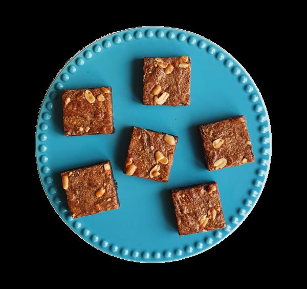 Salted Caramel Peanutbutter Brownies per post bestellen? - Dat kan nu snel en gemakkelijk via onze webshop! - Nu met gratis persoonlijk boodschap. - Vegan cookies, muffins en brownies per post.