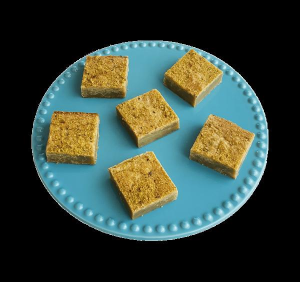 Bio Pistache Matcha Blondies - Ambachtelijk en vers op order - Fudgy Brownies per post, op werkdagen voor 14.00 besteld is volgende dag thuis! | De perfecte traktatie of relatiegeschenk | Particulier | Kleinhandel | Groothandel | 100% BIO - Vegan Keuzes