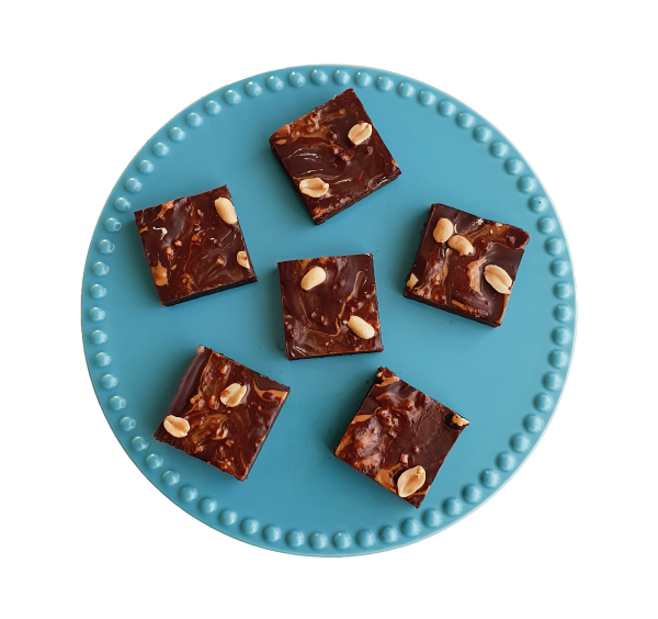 Fudgy organic vegan peanut butter brownies per post - Deze heerlijke fudgy brownies zijn biologisch, vegan, ambachtelijk, vers op order, met de beste kwaliteit handgemaakt en makkelijk te bestellen op onze webshop. Nu met gratis persoonlijk boodschap. Op werkdagen voor 14.00 besteld is zelfde dag verzonden! Fudgy brownies - chewy chocolate chip cookies - moist muffins - exclusive cakes & more