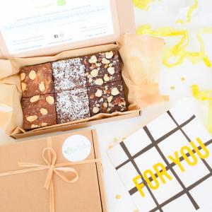 Organic Vegan Brownies per post! - Uniek samengestelde Vegan Brownie Party Box in de brievenbus - Wens iemand beterschap, trakteer een relatie of verwen u zelf met 1 van onze fudgy vegan brownies! - Vers op Order - Ambachtelijk - Duurzaam