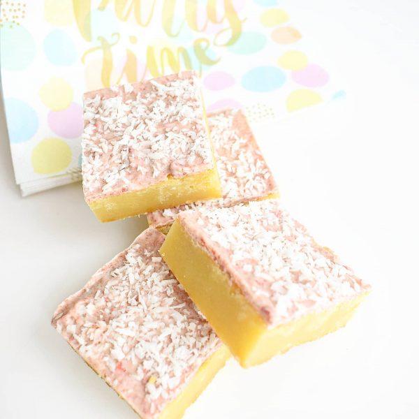 Heerlijke Blondies & Brownies per Post bestellen - Onze Brownies en Blondies zijn volledig Biologisch, Ambachtelijk, Duurzaam en Vers op order! - Bestel de lekkerste blondies en blondies nu gemakkelijk online via de nieuwe webshop! We hebben ook Vegan keuzes!