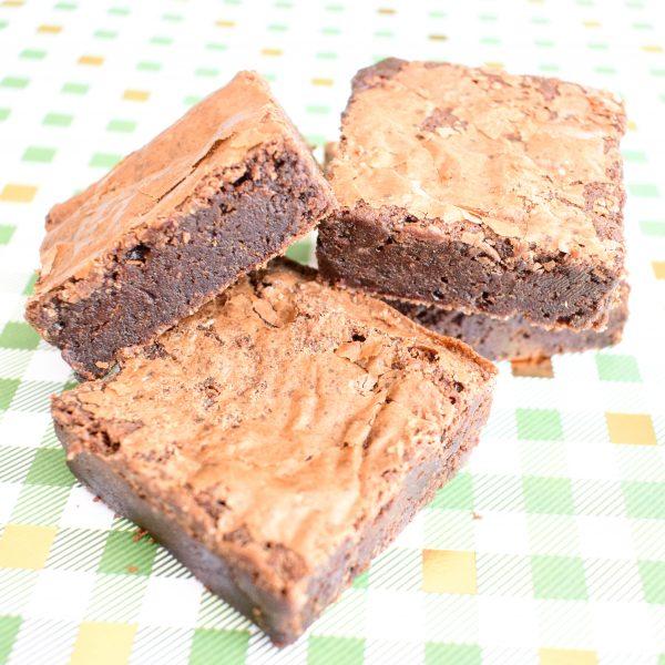 Bio Brownies Bestellen - Ook Vegan Brownies te bestellen - Onze brownies zijn 100% BIO, uniek van smaak, lekker fudgy, ambachtelijk, vers op order en makkelijk per post verstuurbaar! - Nu met gratis persoonlijk bericht!