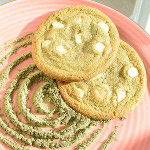Chocolate Chip Cookies per Post! - Online Bio en Vegan koekjes bestellen - Bestel de lekkerste Chocolate Cookies nu gemakkelijk op de webshop - Voor 14.00 besteld is zelfde dag verzonden - Nu met gratis persoonlijk bericht!