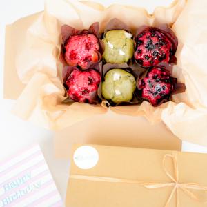 Bio Vegan Muffins Bestellen - Onze Muffins zijn volledig Biologisch, Ambachtelijk, Vers op Order, Rijk aan Smaak en Duurzaam. - Onze Moist Muffins zijn makkelijk te bestellen op onze webshop! - Nu met gratis persoonlijk boodschap!