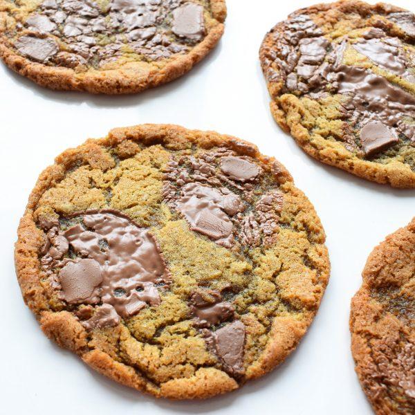 Grote Chocolade Koek Bestellen - EkoBites - Onze Chocolate Cookies zijn 100% BIO en we hebben ook Vegan keuzes - Cookie Box per Post - Met persoonlijk handgeschreven boodschap - Werkdagen voor 14:00 besteld = zelfde dag verzonden - Ambachtelijk - Handmade - Vers op Order - Duurzaam