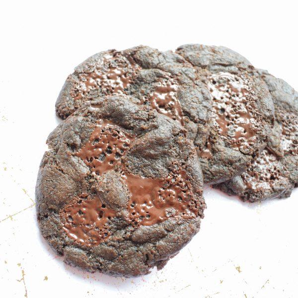 BIO VEGAN COOKIES BESTELLEN - EkoBites - Onze Chocolate Cookies zijn 100% BIO en we hebben ook Vegan keuzes - Cookie Box per Post - Met persoonlijk handgeschreven boodschap - Werkdagen voor 14:00 besteld = zelfde dag verzonden - Ambachtelijk - Handmade - Vers op Order - Duurzaam