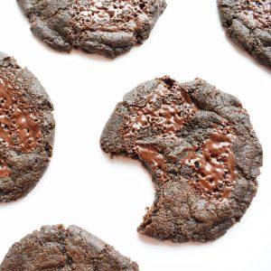 Unieke smaken Chocolate Cookies per post bestellen - EkoBites - Onze Chocolate Cookies zijn 100% BIO en we hebben ook Vegan keuzes - Cookie Box per Post - Met persoonlijk handgeschreven boodschap - Werkdagen voor 14:00 besteld = zelfde dag verzonden - Ambachtelijk - Handmade - Vers op Order - Duurzaam