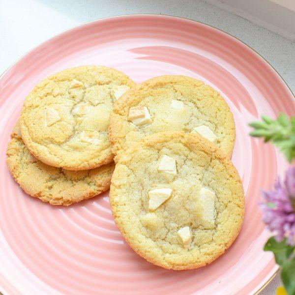 Chocolate Chip Cookies Bestellen - Cookie Box per Post - EkoBites - Al onze producten zijn 100% BIO en we hebben ook Vegan keuzes - Ambachtelijk - Duurzaam - Vers op Order - Werkdagen voor 14:00 besteld = zelfde dag verzonden!