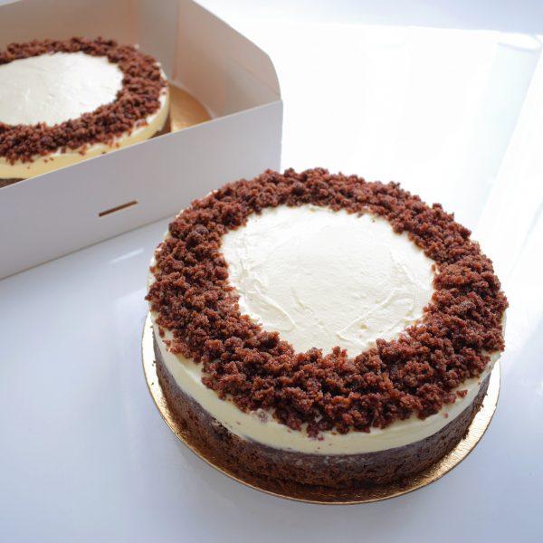 Bio Classic Red Velvet Cake Bestellen | Onze taarten zijn 100% BIO, ambachtelijk, duurzaam & vers op order - Bestel gemakkelijk online via de webshop | Voeg een persoonlijk handgeschreven boodschap toe!