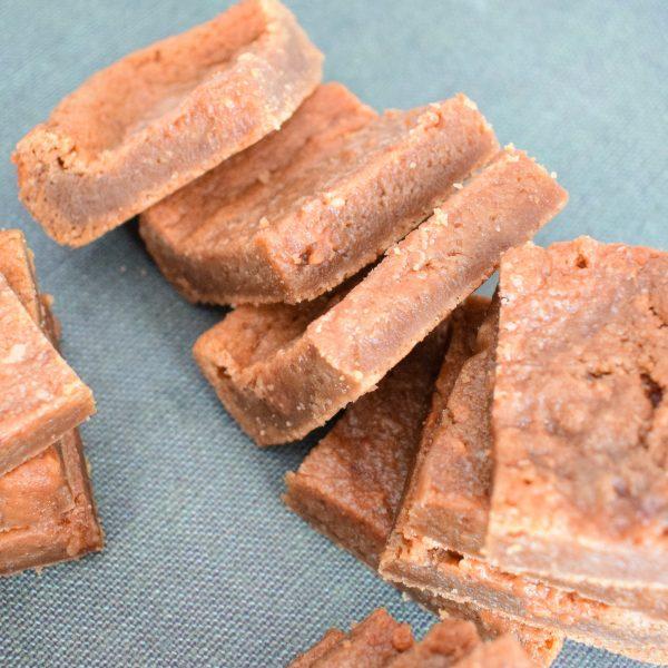 Chewy Cookies in een Box per Post - Volledig Biologisch & Vegan Keuzes - Nu met gratis persoonlijk handgeschreven boodschap - Werkdagen voor 14:00 besteld = zelfde dag verstuurd | Fudge Brownies - Chewy Cookies - Moist Muffins