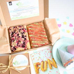 Brievenbus Cakejes - Taart per post - Unieke biologische vegan taartjes versturen als cadeau, beterschap of traktatie | Voeg gratis een persoonlijk bericht toe aan uw bestelling - 100% BIO Ingrediënten | Vegan Keuzes | Duurzaam | Vers op Order | Unieke Smaken