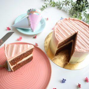 Biologische Red Velvet Cake - De lekkerste bio taarten en vegan opties - Bewust genieten van een taart of andere lekkernij kan tegenwoordig makkelijk door EkoBites - Bezoek ons webshop voor de lekkerste bio en vegan gebakjes - Ambachtelijk - Duurzaam - Vers op Order