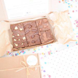 Chocolate Chunk Cookie Bars Party Box Bestellen | Al onze gebakjes zijn 100% BIO - Ambachtelijk - Duurzaam & Vers op Order | Werkdagen voor 14:00 besteld = zelfde dag verzonden - Brownies - Muffins - Cookies & Special Cakes - Verjaardagscadeau - Relatiegeschenk - B2b Gebakjes